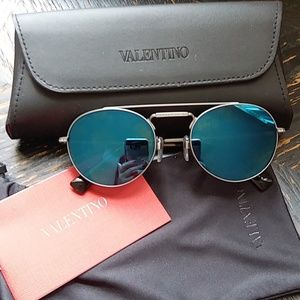Gorgeous Authentic Valentino Sunglasses Italy